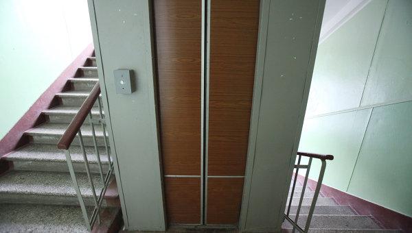 Работа лифта в одном из московских домов. Архивное фото