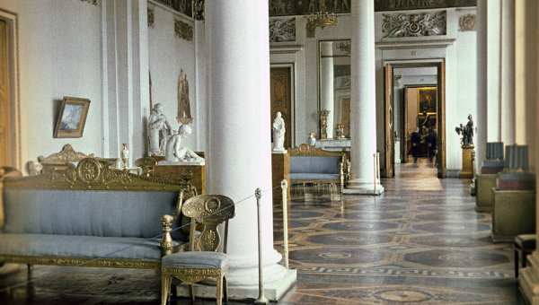 Интерьер Белого зала Государственного Русского музея. Архивное фото