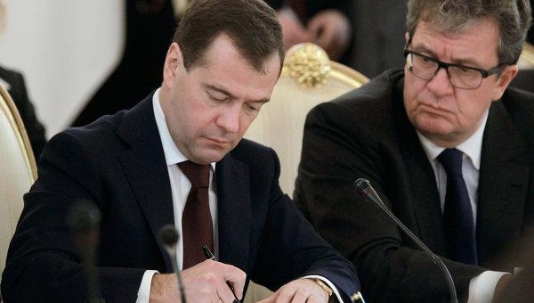 Дмитрий Медведев и Сергей Приходько. Архивное фото