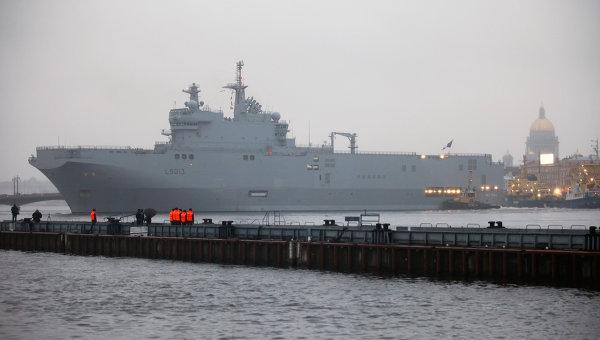 Военный корабль-вертолетоносец класса Мистраль. Архив