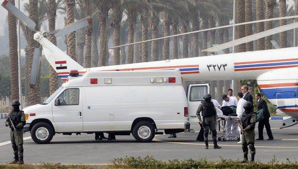 Экс-президент Египта Хосни Мубарак на вертолете доставлен в суд