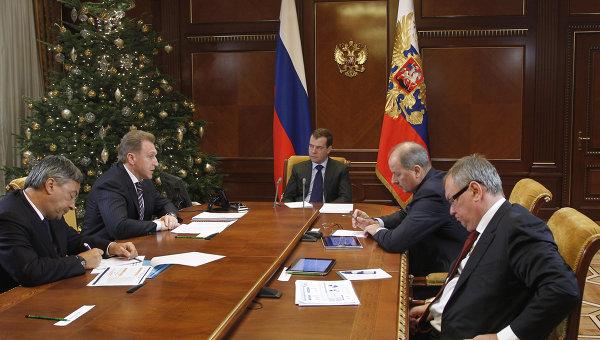 Д.Медведев проводит совещание в Горках