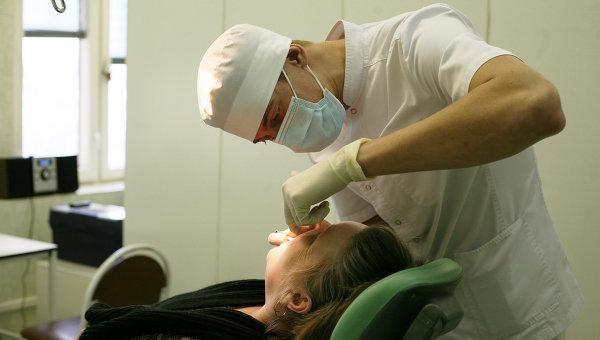 Стоматолог. Архивное фото.