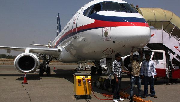 Российская компания Гражданские самолеты Сухого представила на авиасалоне в Индии авиалайнер Superjet 100