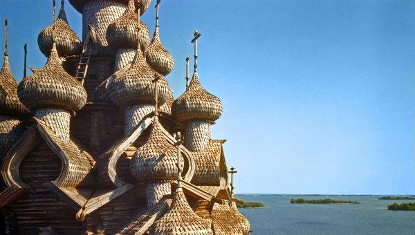 Купола Преображенской церкви в Кижах. АРхив
