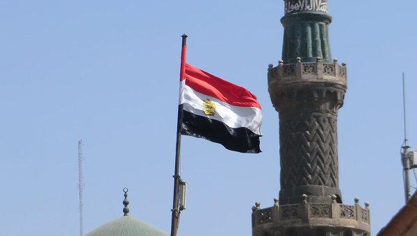 Флаг Египта на фоне мечетей. Архивное фото