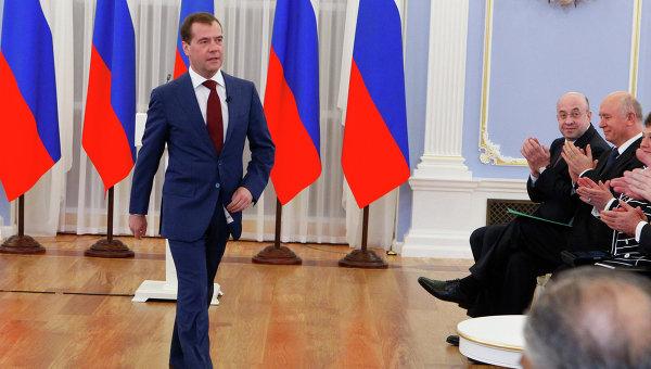 Ер член партии медведев