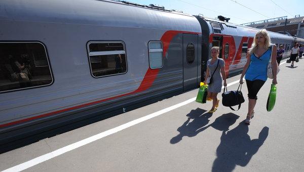 Новый фирменный пассажирский поезд класса Премиум. Архив