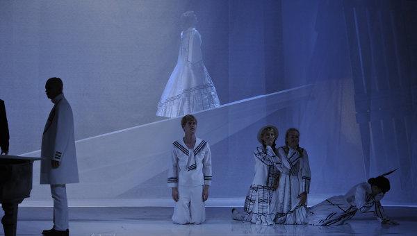 Сцена из спектакля Отрочество