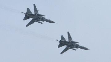 Фронтовые бомбардировщики Су-24 во время военно-морских учений. Архивное фото