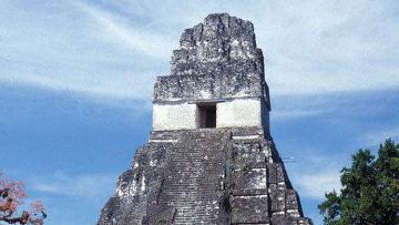 За этим храмом находится самое древнее водохранилище на территории майанского города Тикаль