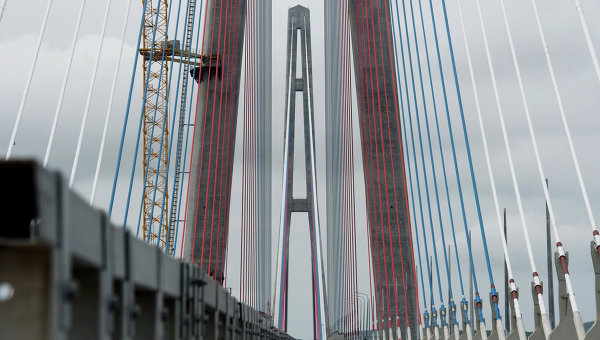 Движение по мосту на остров Русский открыто во Владивостоке