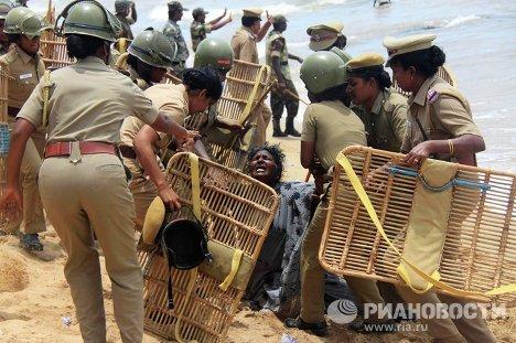 Столкновение противников ядерной энергетики с полицей на юге Индии