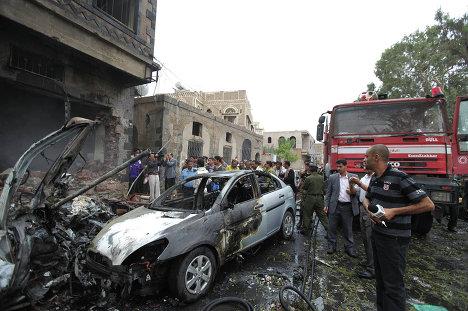 На месте теракта в городе Сана, Йемен