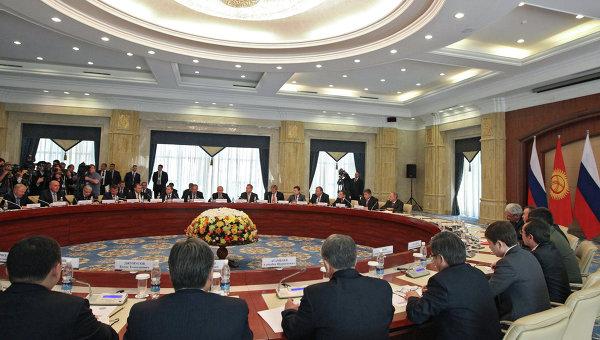 Президент РФ Владимир Путин во время российско-киргизских переговоров