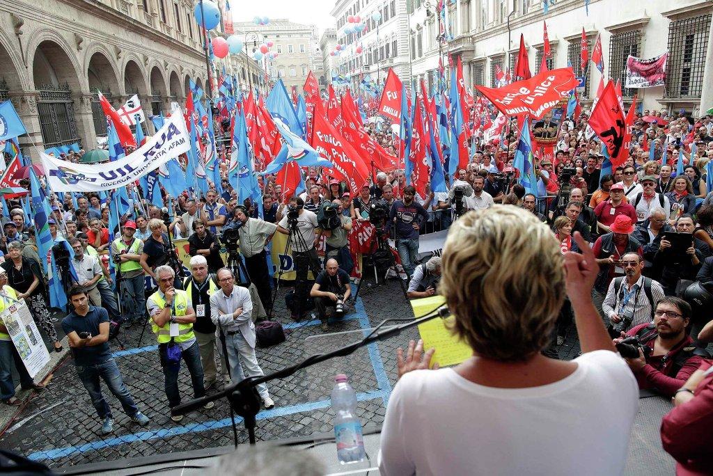 Манифестация против экономических мер правительства в Риме