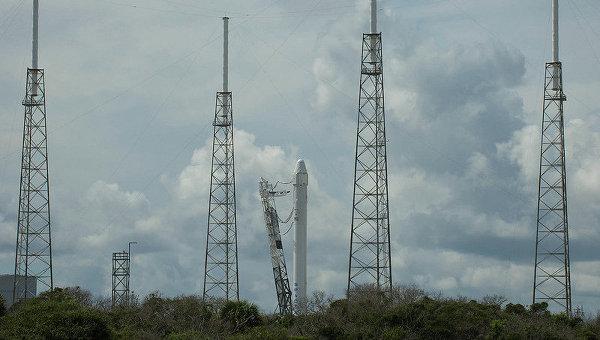 Ракета Falcon 9 на старте. Архивное фото