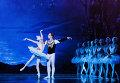 "Сцена из балета ""Лебединое озеро"" в РАМТ"