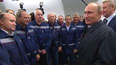 Путин передал метростроевцам Новокосино шайбу от жителей района