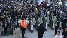 Потоки людей после открытия Игр-2012 едва не парализовали метро в Лондоне