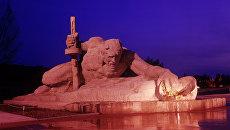 Скульптура Жажда, посвященная первым дням Великой Отечественной Войны. Архивное фото