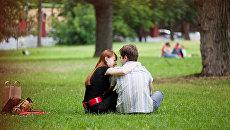 Влюбленная пара в саду Эрмитаж