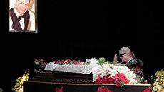 Прощание с певцом Эдуардом Хилем в Санкт-Петербурге