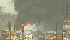Огонь охватил цистерны с бензином в Нижнем Новгороде. Кадры с места ЧП
