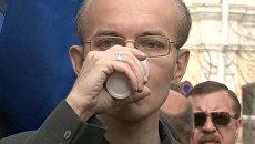 Шеин выпил сока и пошел договариваться с депутатами
