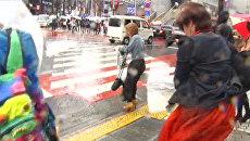 Шквалистый ветер в Японии. Кадры разбушевавшейся стихии