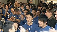 Продажи нового IPad в Токио начались с песен и аплодисментов