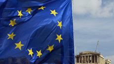 Флаг Евросоюза перед храмом Парфенон. Архив