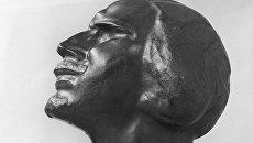 Деревянная скульптура Автопортрет работы художника С. Эрьзи. Архивное фото