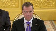 Медведев назвал консолидирующим решение ОДКБ о размещении военных баз