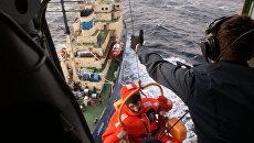 Эвакуация пострадавших с ледокола Магадан в районе поиска платформы Кольская