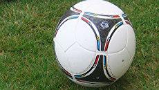 Мяч ЕВРО-2012 опробовала в Киеве команда из журналистов со всего мира