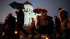 Очередь верующих к поясу Пресвятой Богородицы в храме Христа Спасителя