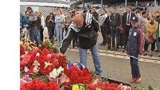 Тысячи людей почтили память хоккеистов Локомотива в Минске