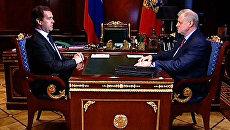 Медведев и Миронов поговорили о начале веселой жизни экс-спикера Совфеда