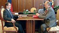 Медведев и Зюганов обсудили мини-футбол и большой политический сезон