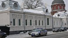 Здание галереи Триумф, где продолжается обыск