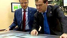 Греф показал Медведеву, как Сбербанк будет избавляться от очередей