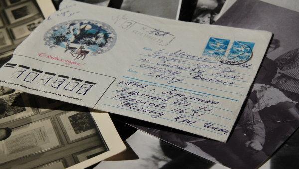 Татьяна Чапаева бережно хранит уникальные архивные фотографии знаменитого деда и письма к отцу