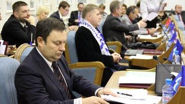 Заседание Костромской областной думы. Председатель бюджетного комитета Костромской областной думы Олег Скобелкин.