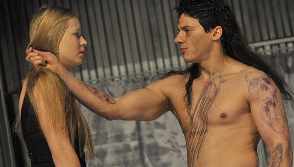 Сцена из спектакля Киллер Джо в Театре Наций