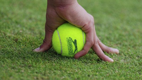 Теннисный мяч, архивное фото