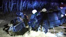 Крыши двух автомобилей снесло после столкновения на трассе