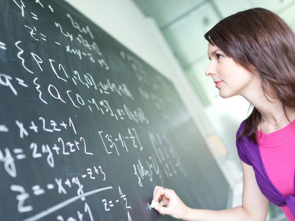 Решение математических задач, архивное фото