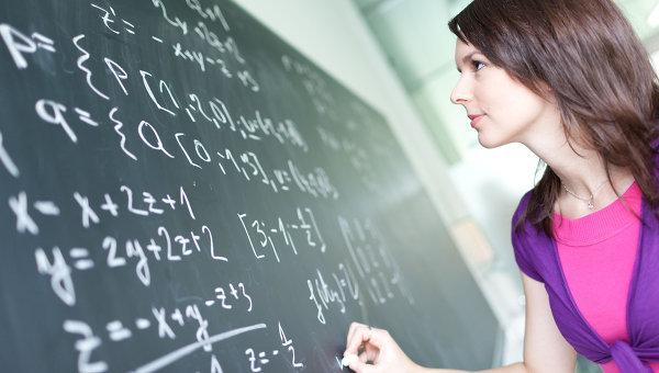 Решение математических задач. Архивное фото