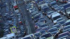 Автомобили на улицах Москвы. Архивное фото